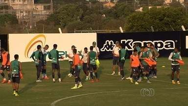 Goiás tenta acabar com oscilação no Campeonato Brasileiro - Time tem saído e entrado na zona de rebaixamento nas últimas rodadas e espera vencer o Sport nesta quinta, em Goiânia.