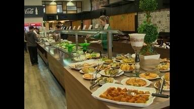 Restaurantes reajustam o preço do buffet, mas devem avisar o consumidor - Com o aumento do preço do gás, da luz, dos alimentos e outros reajustes, alguns restaurantes precisam reajustar o preço.