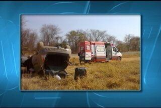 Homem de 30 anos fica ferido após acidente na MG-122, em Capitão Enéas - Passageiro não sofreu ferimentos.