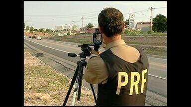 Motoristas excedem o limite de velocidade permitida nas rodovias do ES - O desrespeito a legislação de trânsito é flagrado pela Polícia Rodoviária Federal.
