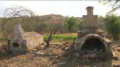 Seca faz aparecer túmulos de cemitérios em barragem de Acauã - A preocupação agora é com a transferência das ossadas humanas.