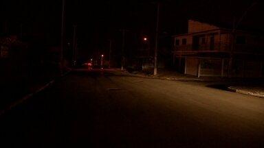 Ceilândia, no DF, fica seis horas sem luz - Ceilândia ficou seis horas sem luz na quarta-feira (9). O blecaute aconteceu logo depois de um chuvisco e atingiu pelo menos 15 quadras.