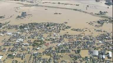 Três pessoas morrem e mais de 20 estão desaparecidas após tufão no Japão - A água começou a baixar mas a situação de emergência continua nas duas regiões mais atingidas, a leste de Tóquio.