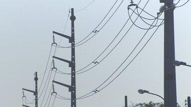 CEA vai fazer interligação total do Amapá ao sistema nacional de energia - A Companhia de Eletricidade do Amapá vai fazer amanhã a interligação total do Amapá ao sistema nacional de energia, mas infelizmente os desligamentos momentâneos ainda não irão parar. Oiapoque vai ficar de fora do sistema interligado nacional, mas a previsão é que no futuro seja atendida por uma PCH, uma pequena central hidrelétrica.