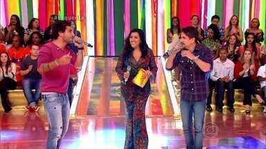 Bruninho e Davi cantam em ritmo de surfe - Público vai ao delírio