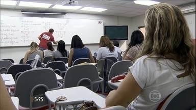 Suspensão de novas provas surpreende quem estava estudando para concurso - O governo federal anunciou a paralisação de novas vagas como parte das medidas do ajuste fiscal.