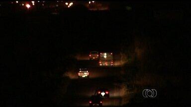 Motoristas reclamam da falta de acostamento na GO-174 - Motoristas que passam pela GO-174 reclamam da má sinalização e dizem que está arriscado ir de Rio Verde a Montividiu.