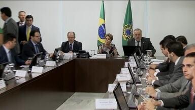 Medidas anunciadas pelo Governo enfrentam resistência no Congresso - A presidente Dilma Rousseff conversou com deputados e senadores governistas sobre as medidas propostas pelo Governo. Ela também pediu apoio para deputados de partidos aliados, principalmente o aumento da CPMF.