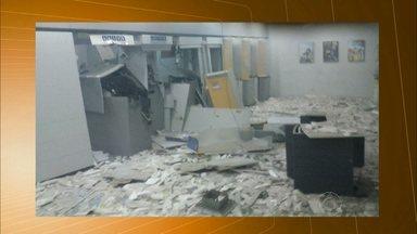 Bandidos explodem caixas eletrônicos em Soledade, na Paraíba - Cerca de 12 homens armados renderam funcionários e conseguiram fugir.
