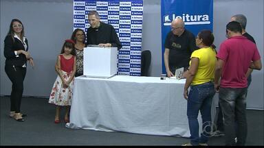 Tarde de autógrafos no lançamento do livro Philia do Padre Marcelo Rossi em João Pessoa - Mais de 4 mil pessoas compareceram ao lançamento do livro.