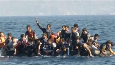 Naufrágio na costa da Grécia mata menina síria de 5 anos - Outras 13 pessoas estão desaparecidas. Milhares de imigrantes seguem da Hungria pra Áustria.