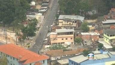 Confronto entre PMs e traficantes no Complexo do Lins deixa moradores em pânico - A UPP Camarista Méier disse que os policiais faziam o patrulhamento quando foram atacados por homens armados.