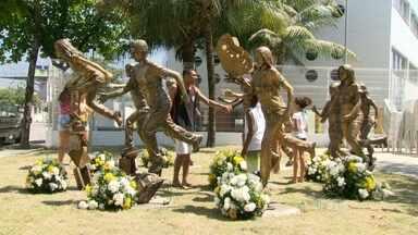 Memorial homenageia crianças assassinadas em escola de Realengo - Em arbil de 2011, 12 crianças e adolescentes foram massacrados na Escola Tasso da Silveira, por um ex-aluno. O memorial fica na Praça Anjos da Paz, bem ao lado do colégio.