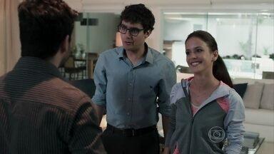 Andrea e Henrique tentam colocar sua casa à venda - O casal pretende vender a casa por R$15 milhões