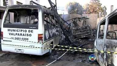 Incêndio atinge e destrói área de oficina em Valparaíso - Um incêndio destruiu nesta terça-feira (22) a oficina da Prefeitura de Valparaíso (SP). Os carros que estavam estacionados no local ficaram danificados. Na hora em que as chamas começaram a se espalhar ainda tinham funcionários trabalhando, mas ninguém se feriu.