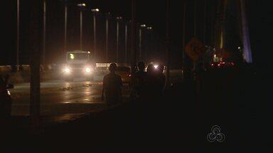 No AM, Ponte Rio Negro tem áreas sem iluminação - Local é usado por pedestres e motoristas; ponte liga Manaus cidades da Região Metropolitana.