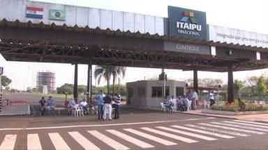 Greve de funcionários da Itaipu afeta o turismo local - A Itaipu deixa de arrecadar cerca de R$50 mil por dia devido às visitas suspensas.