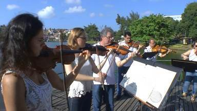 Músicos da Osba celebram chegada da Primavera com apresentação no Dique do Tororó - A estação das flores começou às 5h20 desta quarta-feira (23). A orquestra se apresenta também nesta quarta, às 18h30, na Igreja da piedade, em Salvador.