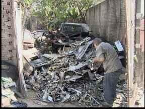 Centro de reciclagem pega fogo em Pres. Prudente - Bombeiros levaram cerca de 50 minutos para conter as chamas.