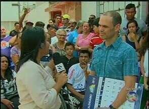 Moradores reclamam da falta de calçamento no Bairro Riachão, em Caruaru - Secretaria Municipal de Infraestrutura informou que não há previsão para calçar a Rua Severino Alves Feitosa.