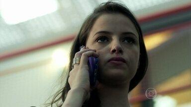 Giovanna se prepara para desmascarar Angel e Alex - Guilherme avisa à prima que Carolina saiu de casa para ir ao cabeleireiro