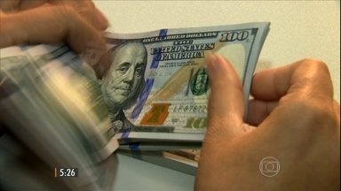 Dólar recua depois de cinco altas seguidas - Medidas tomadas pelo Banco Central são a principal causa da queda seguida de níveis recordes.