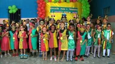Escola em Olinda começa cedo a trabalhar o tema trânsito - Ensinamentos são levados para a família e vizinhos.