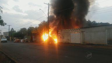 Fogo atinge depósito no bairro Ipiranga, em Ribeirão Preto, SP - Incêndio na Rua Itajubá foi controlado na manhã desta sexta-feira.