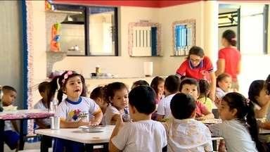 Creches inacabadas e sem vagas dificultam atendimento à população em várias cidades - Em Goiás oito creches que deveriam ser entregues em maio ainda paradas. Manaus tem creches apenas para pouco mais 3 mil crianças de um a seis anos de idade: são 12 creches toda a capital.