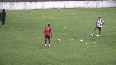 Mesmo afastado por seis rodadas, Zé Carlos ainda é artilheiro da Série B - Jogadores mandam mensagem para o jogador.