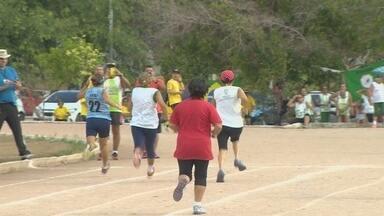 Competição de atletismo reúne pessoas da 3ª idade em Manaus - Evento ocorreu na Universidade Federal do Amazonas.