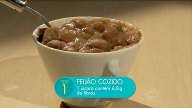 Confira os cinco alimentos com mais fibras - A nutri iconista Lara Natacci recomenda inserir na alimentação aveia em flocos, ameixa seca, brócolis, amêndoas e feijão cozido.