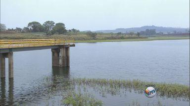 Após um ano, Araras anuncia fim do racionamento de água - Após quase um ano a cidade anuncia o fim do racionamento. Os moradores passavam por cortes no fornecimento desde outubro do ano passado, sem interrupção.