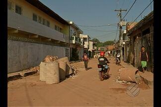 Moradores reclamam de obra parada há dois meses na rua São Benedito, em Ananindeua - Secretaria de Saneamento de Ananindeua informou que serviços serão retomados na próxima segunda-feira (28), e dentro de 60 dias a obra será concluída.