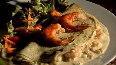 Crepioca de camarão combina as delícias da tapioca e do crepe e tem massa sequinha - Anote a receita desta e outras receitas do NE Rural em g1.globo.com/ceara/ne-rural/videos