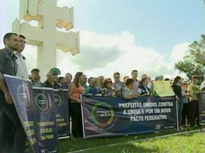 Prefeituras de 67 municípios da região fecham as portas - Em Entre-Ijuís, RS, um protesto foi realizado pelos municípios da missões na BR 285.