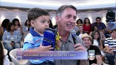 Vasco tem 64 anos e é pai de Davi, de 2 anos - Ele tem um neto 6 meses mais velho do que o filho