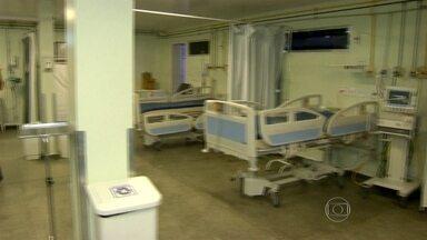 Hospital de Itaboraí reduz atendimento - Pacientes graves não conseguem vagas no hospital. Faltam medicamentos e material hospitalar.