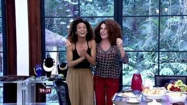 Ana Maria coloca a peruca de Michele, personagem do seriado 'Mister Brau' - Taís Araújo mostra como se transforma na mulher de Brau, personagem de Lázaro Ramos