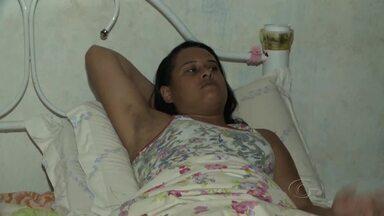 Erro médico deixa mulher há quase 1 ano sem movimentar a perna - Sesau prometeu analisar o caso para enviar a dona de casa para tratamento adequado.