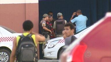 Vigilante fica ferido em assalto a carro-forte em Olinda - Ação ocorreu em supermercado.