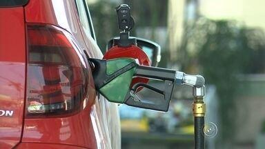 Aumento no preço dos combustíveis é repassado ao consumidor de Sorocaba e região - Menos de 72 horas desde o anúncio do aumento no preço dos combustíveis e o valor e já foi repassado ao consumidor de Sorocaba (SP) e região. Por isso, especialistas recomendam pesquisar antes de encher o tanque. Abastecer com etanol é mais vantajoso. Para saber a melhor opção, divida o valor do litro do etanol pelo valor do litro da gasolina. Para compensar, a conta tem de dar menos de 70.