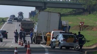 Vários acidentes marcam região de Sorocaba nesta sexta-feira (2) - Em um deles, na estrada Sete Quedas, em Salto (SP) o motorista de um carro morreu após bater de frente com um ônibus de passageiros. Em outubro, o motorista de um caminhão ficou ferido ao colidir com outro no quilômetro 32 da rodovia Santos Dumont, a SP-75.