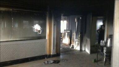 Imagens exclusivas mostram como ficou um dos restaurantes mais famosos de SP após incêndio - Um incêndio no Edifício Itália destruiu parte do restaurante que funciona no último andar. O fogo começou durante um serviço de limpeza do carpete e se espalhou rapidamente