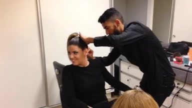 Preparação total de cabelo e maquiagem. Olha como está cheio por aqui! - Acompanhe os bastidores do Dança dos Famosos 2015
