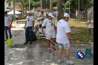 Em Belém, praça do CAN recebe limpeza para chegada de devotos para o Círio 2015 - Preparativos são finalizados a poucos dias da grande festa da fé do povo paraense.