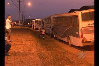 Indígenas bloqueiam rodovia BR-230 e impedem acesso a Belo Monte - Índios interditam o km 626 nesta segunda-feira (5), em Vitória do Xingu. Manifestantes exigem representantes da Norte Energia para liberar pistas.