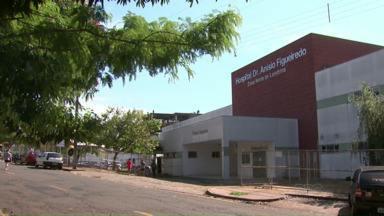 Paciente foge do Hospital da Zona Norte e é encontrado morto - Segundo a direção do hospital, o homem fugiu pelo telhado e pulou o muro da unidade. Moradores da zona norte de Londrina encontraram o corpo caído na calçada.