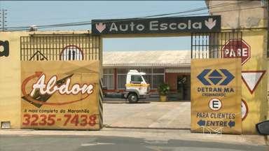 Seis donos de autoescolas são presos por fraudar carteira de habilitação - Segundo a polícia, funcionários de uma empresa terceirizada do Detran estavam envolvidos na fraude.