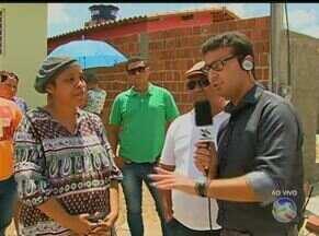 Moradores de Lagoa de Pedra, em Caruaru, reclamam de assaltos na localidade - Eles dizem que arrombamentos a casas também são constantes. Falta de iluminação facilitaria ação de bandidos, ainda segundo eles.